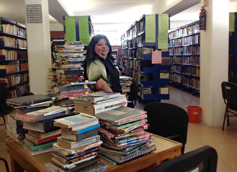 Biblioteca dentro del Centro Comunitario Juan Diego en Valle de Chalco del Estado de México