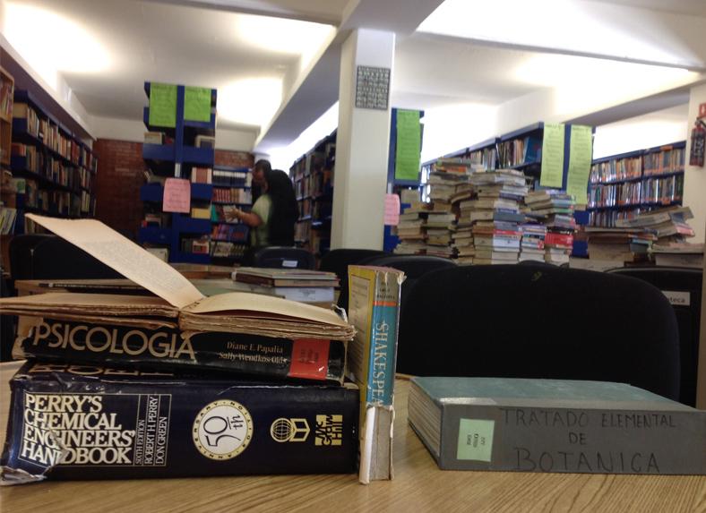 Talleres de reparación de libros en Centro Comunitario Juan Diego